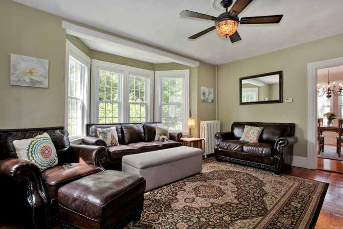 Living Room Realty Share Warmth
