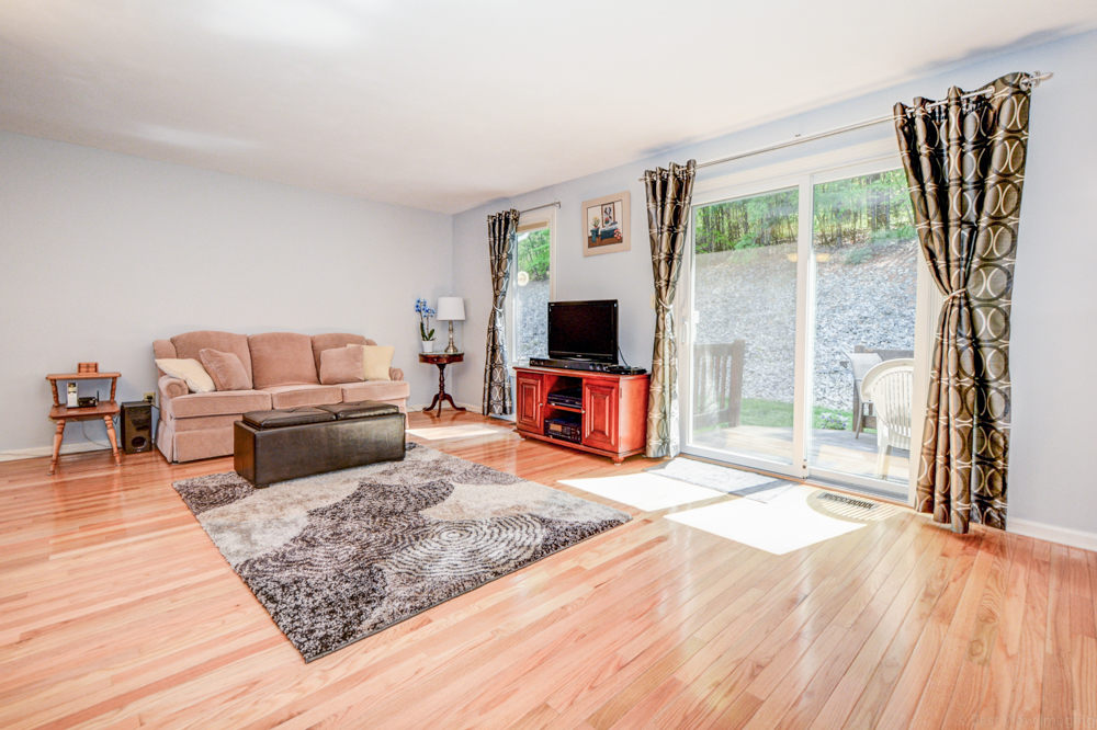 Living Room Realty Pearl