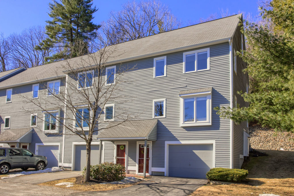 32 Country Hill Lane, Haverhill, MA